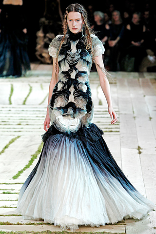 Alexander McQueen SS11 Black and White Gown on Exshoesme.com