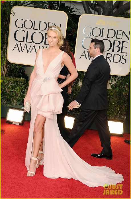 Charlize-Theron-in-Dior-Couture-at-the-2012-Golden-Globe-Awards-on-Exshoesme.com