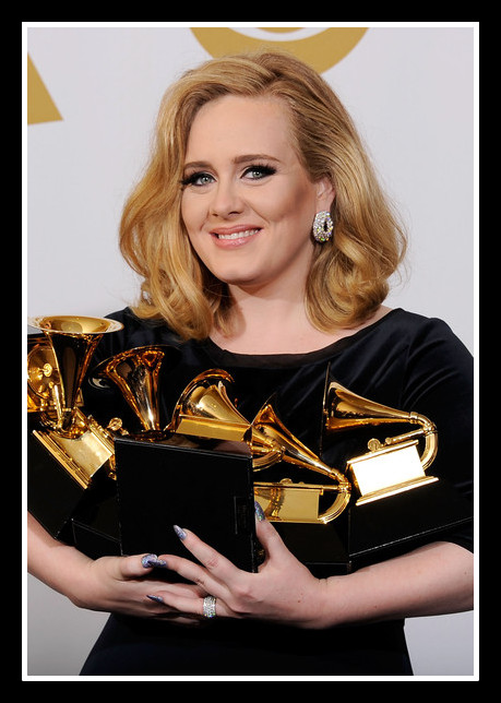 Adele carrying her six awards at the 2012 Grammy Awards on Exshoesme.com