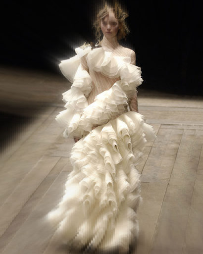 AIexander McQueen FW06 Tiered Ivory Gown  on Exshoesme.com