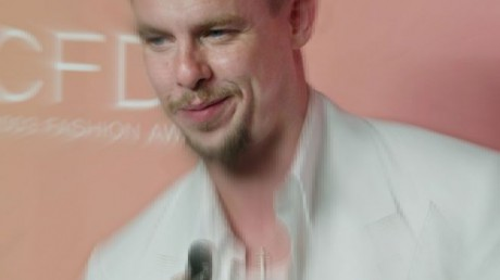 Alexander McQueen, in 2003, after receiving his CFDA Award for Best International Designer on Exshoesme.com