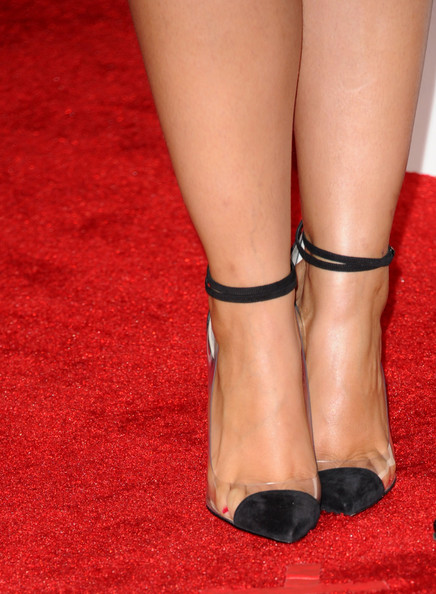 Alicia Keys in Louboutin heels - detail at the 2012 Grammy Awards on Exshoesme.com