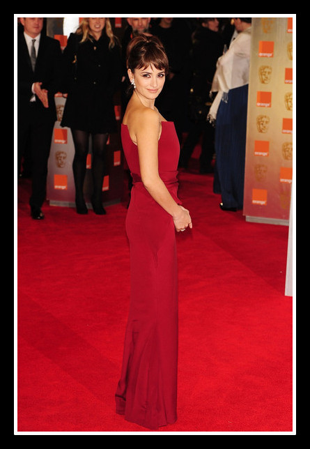 Penelope Cruz in Armani Privé - side view at the 2012 BAFTA Awards on Exshoesme.com