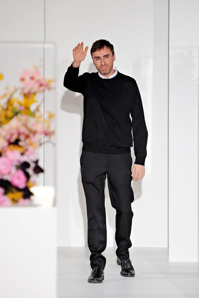 Raf Simons Waves Goodbye at his final show for Jil Sander FW12 on Exshoesme.com