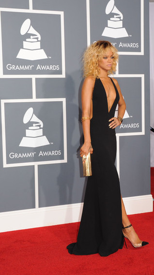 Rihanna in Armani and Louboutin at the 2012 Grammy Awards on Exshoesme.com