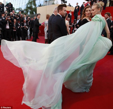 Diane Kruger in Giambattista Valli Haute Couture at the  Opening Ceremony of the  Cannes Film Festival on May 16 2012 on Exshoesme.com