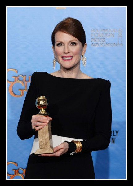 Julianne Moore with her award at the 2013 Golden Globe Awards on Exshoesme.com. Photo Kevin Winter
