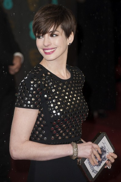 Anne Hathaway in Burberry at the 2013 BAFTAs on Exshoesme.com. Photo by Dave Norton for Bauer Griffin
