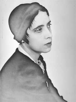 47 MAN RAY Elsa Schiaparelli, vers 1928—1930 © Christie's Images Limited 2014