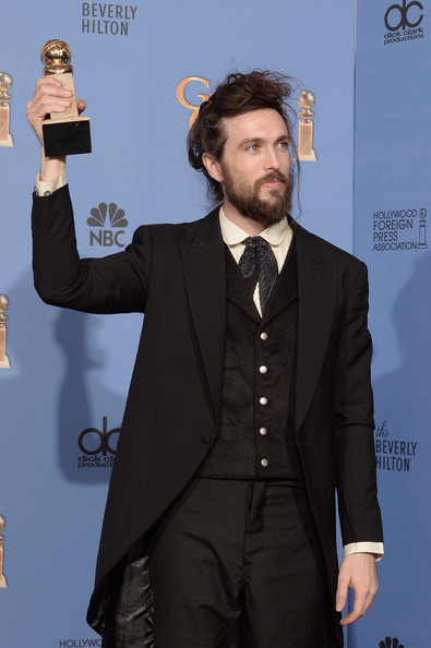 Alex Ebert shows off his award at the 2014 Golden Globe Awards on Exshoesme.com. Kevin Winter photo.