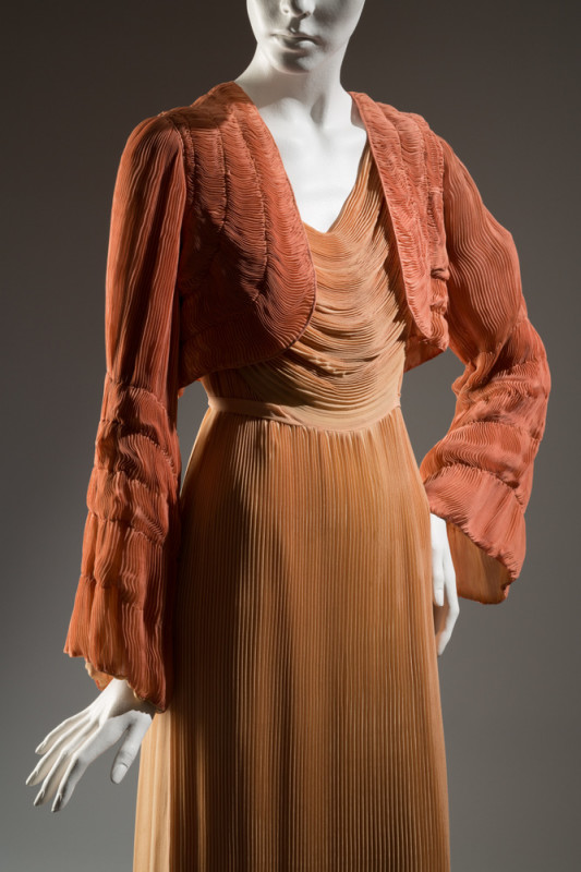 HélèneYrande Negligee ensemble Coral and peach pleated silk chiffon 1932, France The Museum at FIT, 75.69.9 Gift of Sophie Gimbel