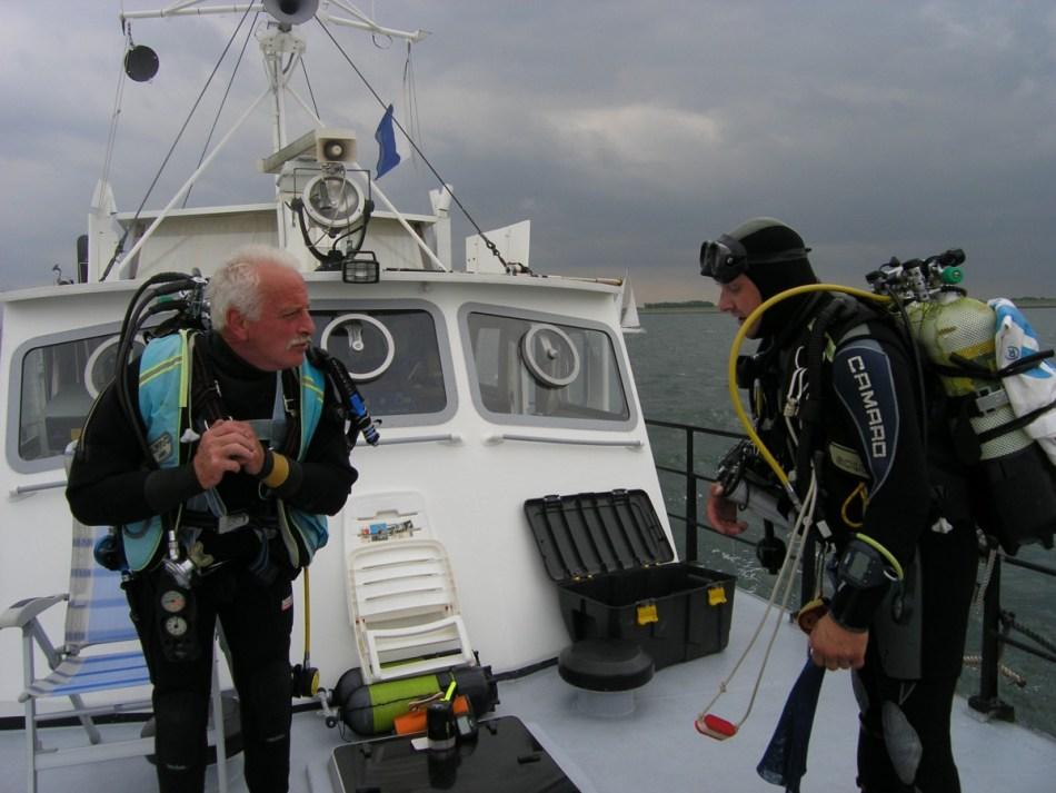 De duikers maken zich op om de Schelde te verkennen © Sven Van Haelst