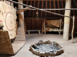 "Reconstructie van een gemeubileerde ""earthlodge"" op de Knife River Villages National Historic Site © Lotte Govaerts"