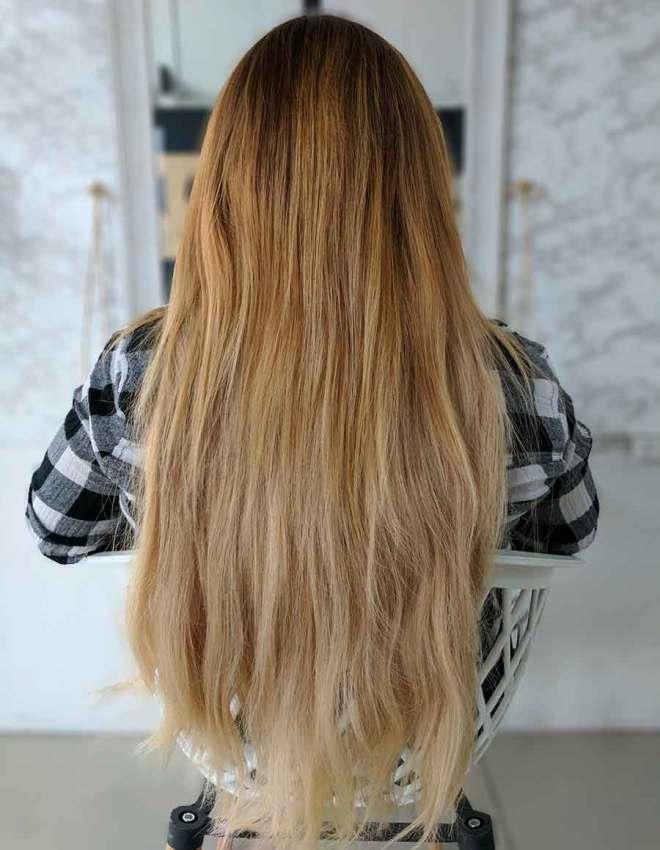 Todo el cabello trae el mismo largo de raíz a a puntas por eso da tantísimo volumen y un largo increíble.