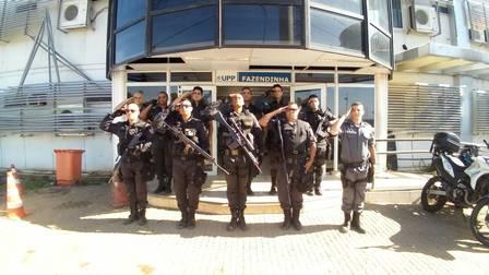 Policiais da UPP Fazendinha, no Complexo do Alemão
