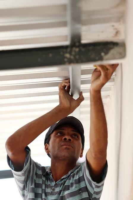 Como aprendiz de pedreiro, Roberto fatura R$ 50 por dia