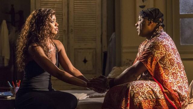 """Em """"Império"""", Juliane vai chorar nos braços de Xana após o marido ser preso"""