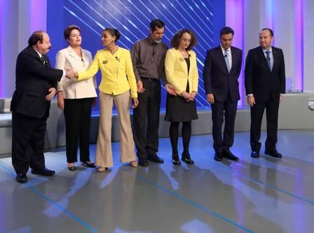Candidatos não sabem usar a linguagem corporal para conquistar eleitores como deveriam