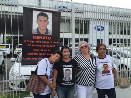 Familiares de vítimas da chacina pedem paz para a Baixada