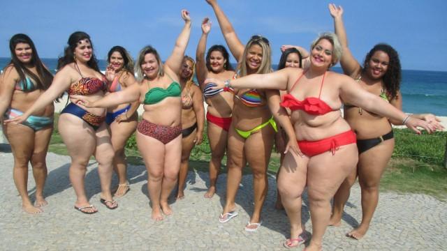 Simone Daher e amigas tiraram fotos durante um encontro no início de agosto na Praia da Barra da Tijuca