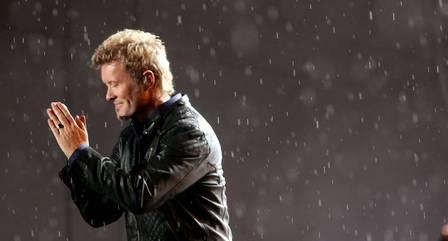 Durante o show do A-ha, chuva castigou público do festival 27/09/2015