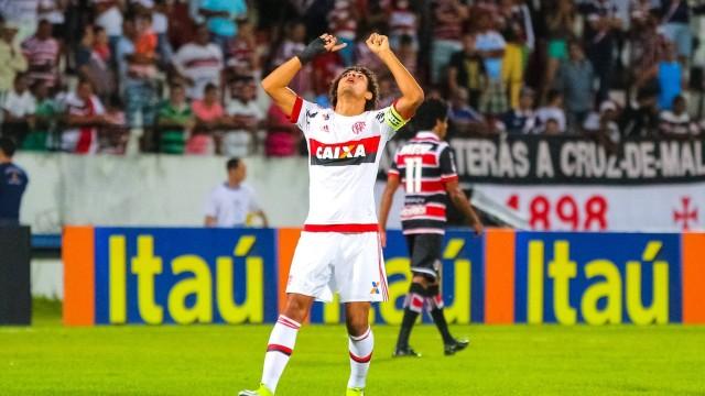 Arão marcou o gol da vitória do Flamengo sobre o Santa Cruz