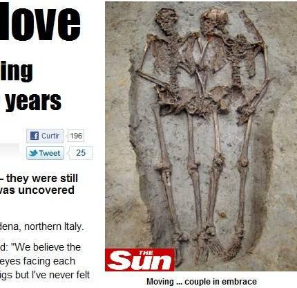 O casal foi enterrado de mãos dadas