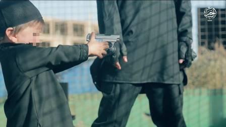 Menino mata prisioneiro em vídeo chocante