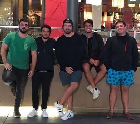 Olin Batista em Las Vegas com amigos: ele chegou no mesmo dia em que o pai se entregou