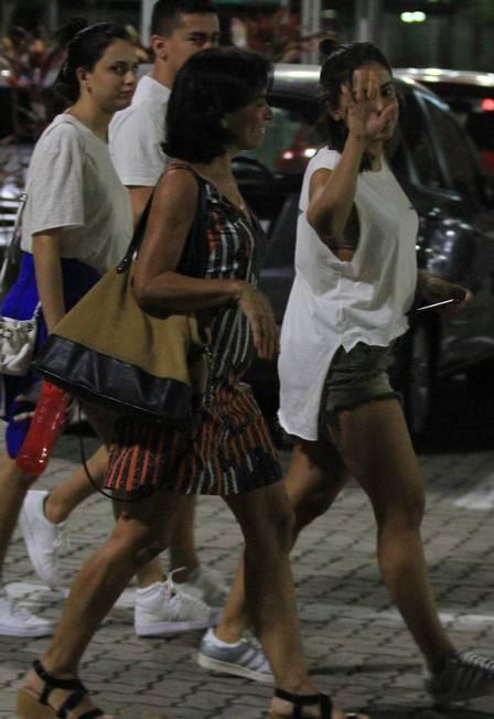Anitta ainda brincou com o paparazzo