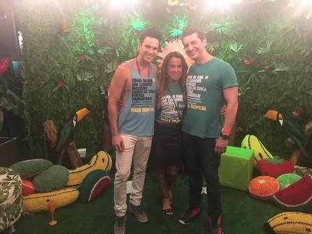 Zilu (no meio), o ex-namorado Laures (à direita) e o arquiteto Rodrigo Dinelli