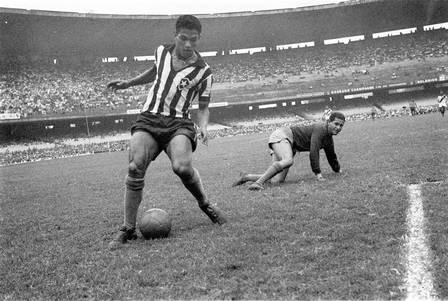 2000 097802   - Cemitério na Baixada Fluminense não sabe onde está sepultado corpo de Garrincha