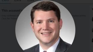 Deputado anti-LGBT renuncia após ser flagra de sexo com homem no gabinete, nos EUA — Extra Online  -