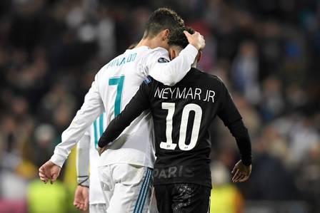 CR7 e Neymar se cumprimentam