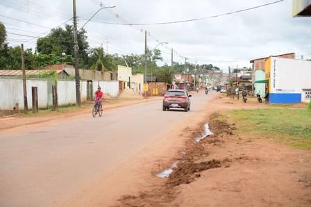 Rua de dá acesso à casa de Gleici, no Acre