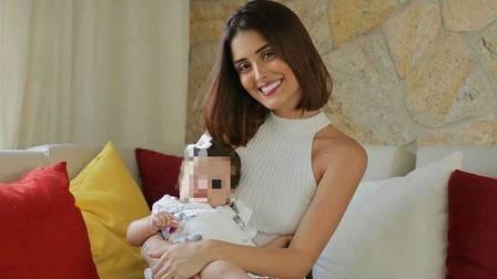 Leticia Almeida e sua filha, de 6 meses