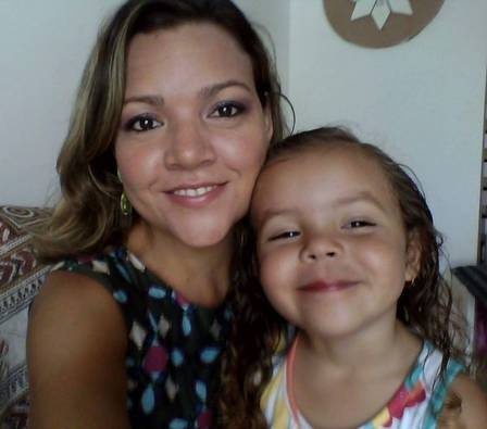 Elane, vice-campeã do 'BBB 3, com a filha