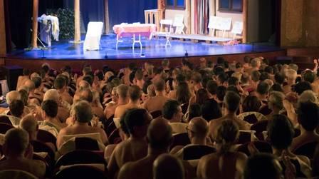 Espectadores nus para peça em Paris