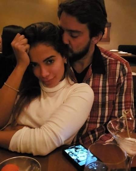 Anitta posa agarradinha a Otavio Barros, empresário do mercado financeiro