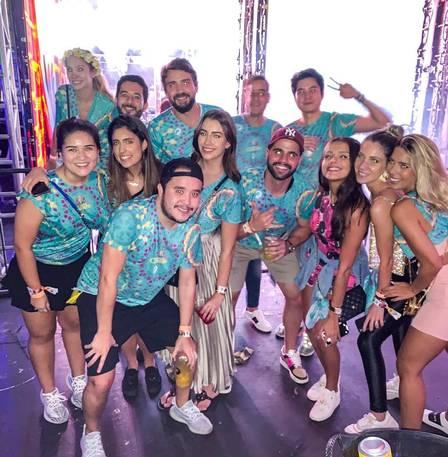 Otavio Barros e amigos cutiram o show de Anitta em São Paulo durante o carnaval