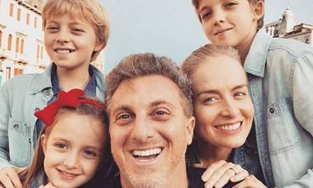 Luciano Huck e Angélica com os filhos: Joaquim, Benício (esquerda) e Eva