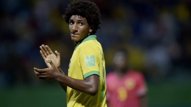 Talles Magno, do Vasco, foi cortado da seleção Sub-17 e do Mundial por lesão