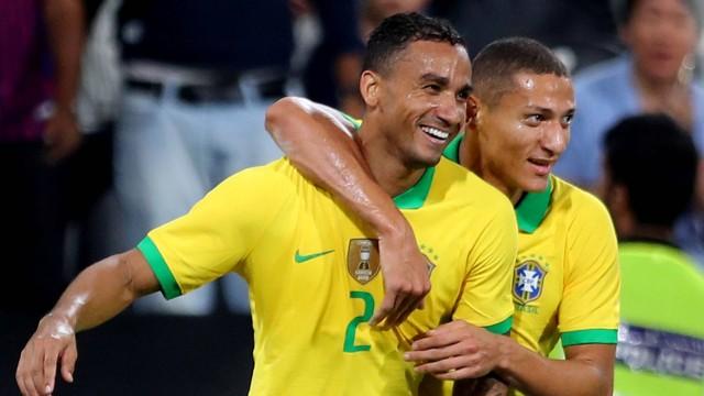 Danilo marcou o terceiro gol do Brasil em amistoso contra a Coreia do Sul