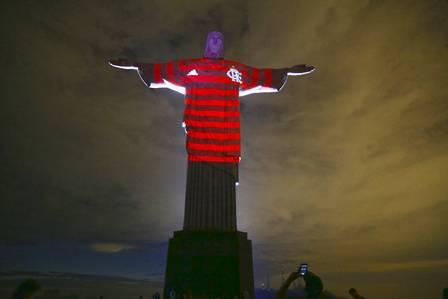x85825477 ri rio de janeiro rj 22 11 2019 final da taca libertadores da americateste de ilumin.jpg.pagespeed.ic.myFGVKIdbh - Libertadores: camisa do Flamengo é projetada no Cristo Redentor
