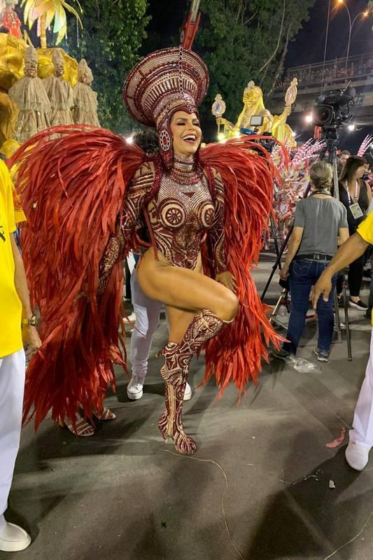 Rainha de Bateria da Viradouro Raissa Machado diz que não ostenta em fantasia: