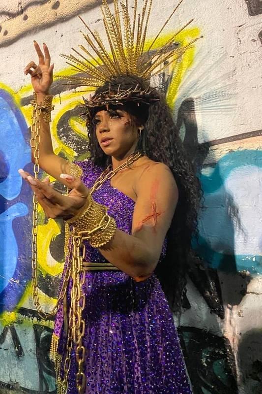Evelyn Bastos, rainha de bateria da Mangueira, faz post feminista: