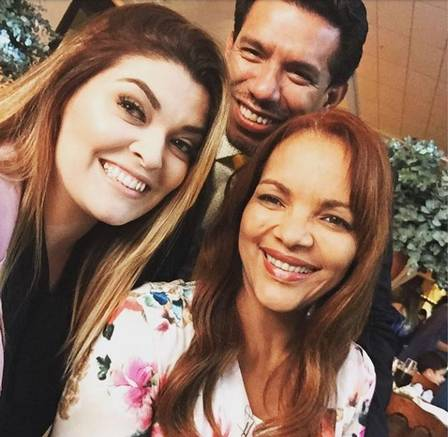 Luana Rangel Pimenta com Flordelis e Anderson do Carmo