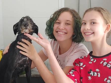 Júlia e Laura no primeiro banho de Dori Louise
