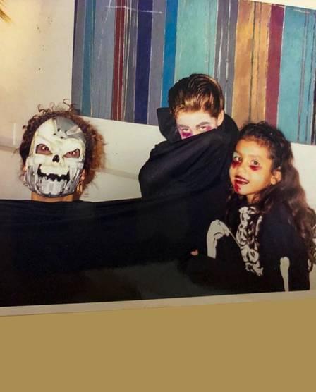 Pocah ainda criança com o filho de Vera Fischer no halloween