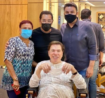 Silvio Santos com Jassa e equipe
